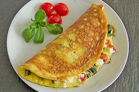 Omelette mit Blattspinat und Tomaten