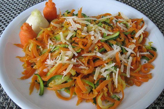 Gemüsenudeln aglio e olio