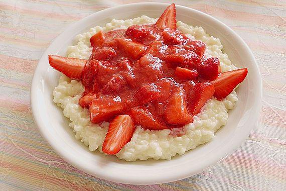 Milchreis mit Erdbeer-Rhabarber-Sauce
