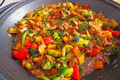 Rezeptbild zum Rezept Hähnchenbrustgeschnetzeltes mit Paprika und Brokkoli aus dem Wok