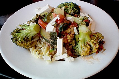Rezeptbild zum Rezept Mediterrane Pasta-Pfanne mit Gemüse und Ziegenkäse