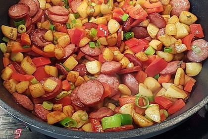 Rezeptbild zum Rezept Bunte Kartoffel-Cabanossi-Pfanne mit Paprika