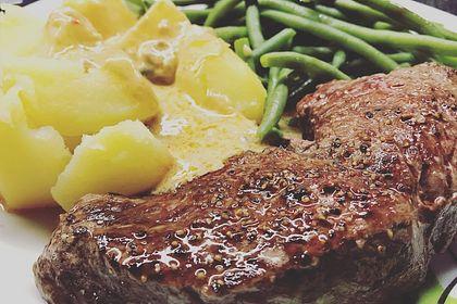 Rezeptbild zum Rezept Brittas Rindersteak mit Käse - Sauce