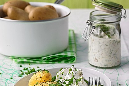 Rezeptbild zum Rezept Neue Kartoffeln mit Kräuterquark