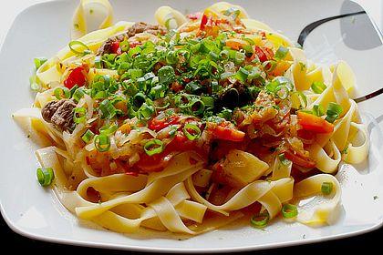 Rezeptbild zum Rezept Fleisch-Gemüse-Ragout auf Nudeln nach usbekischer Art
