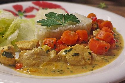 Rezeptbild zum Rezept Schnelles Hühnchen-Curry mit Möhren, Paprika und Spinat