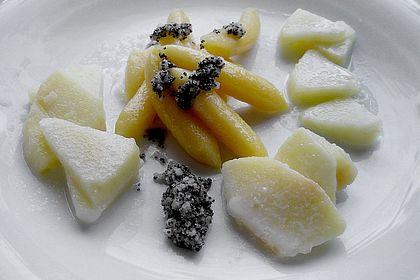 Rezeptbild zum Rezept Schupfnudeln mit Apfelsoße und Mohnbutter