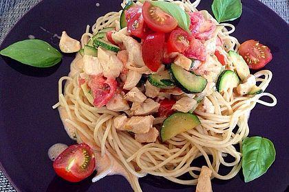 Rezeptbild zum Rezept Spaghetti mit Hühnerbrust, Gemüse und Basilikum