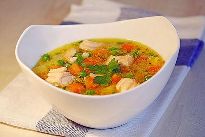 Rezeptbild zum Rezept Schnelle Gemüsesuppe mit Kokosmilch und Lachswürfeln