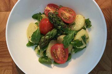 Spargel - Kartoffel - Salat mit Rucola und Tomaten