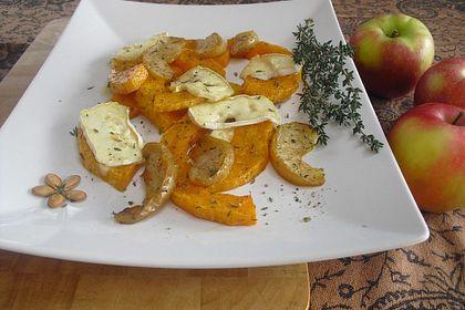 Rezeptbild zum Rezept Ofenkürbis mit Apfel, Thymian und Weichkäse