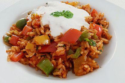 Rezeptbild zum Rezept Paprika-Reispfanne mit Joghurtsauce