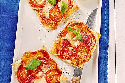 Rezeptbild zum Rezept Kleine Blätterteig-Pizzen