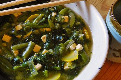 Rezeptbild zum Rezept Grüne Gemüsesuppe mit Tofu und Miso