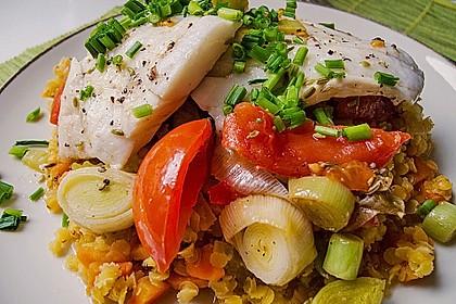 Rezeptbild zum Rezept Fisch mit Lauch und Tomaten auf Linsenbett
