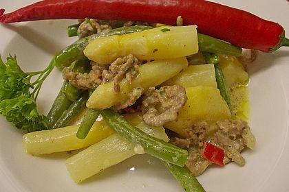 Rezeptbild zum Rezept Spargel-Hack-Pfanne mit grünen Bohnen und Pellkartoffeln