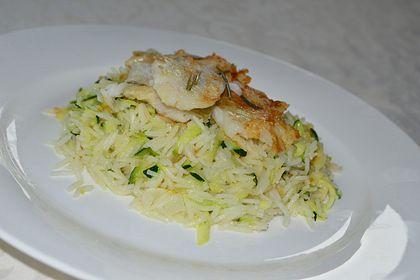 Rezeptbild zum Rezept Zucchinireis mit gebratenem Lachsfilet