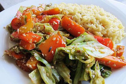 Rezeptbild zum Rezept Wokgemüse mit Spitzkohl, Paprika und Möhren