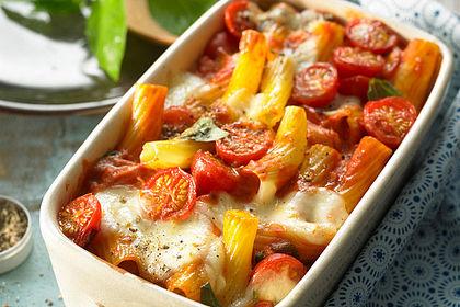 Rezeptbild zum Rezept Cremiger Nudelauflauf mit Tomaten und Mozzarella
