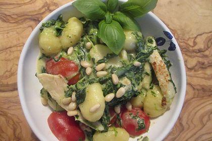 Rezeptbild zum Rezept Gnocchi-Pfanne mit Mangold und Putenschnitzel