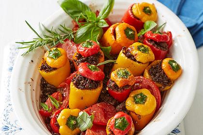 Rezeptbild zum Rezept Gefüllte Mini-Paprika auf Tomatenbett