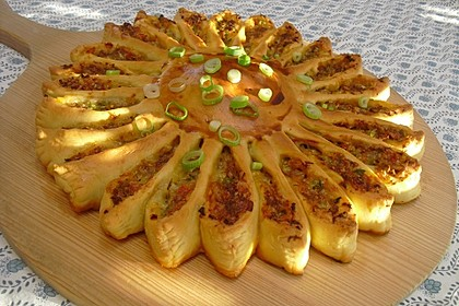 Rezeptbild zum Rezept Sonnen-Pizza mit Hackfleisch