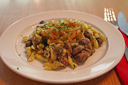 Rezeptbild zum Rezept Champignon-Kräuter-Spätzle mit Honig-Röstzwiebeln