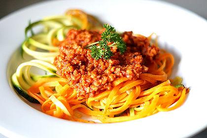Rezeptbild zum Rezept Möhrenspaghetti  mit Soja-Bolognese