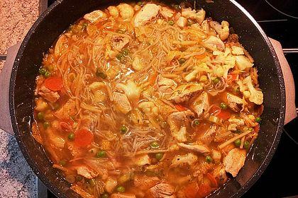 Rezeptbild zum Rezept Shirataki-Nudelpfanne mit Hühnchen