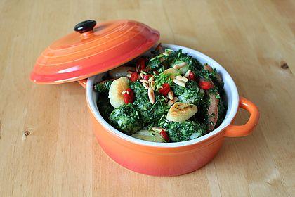 Rezeptbild zum Rezept Gnocchi mit Spinatsoße und Tomaten
