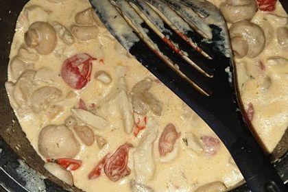 Rezeptbild zum Rezept Low Carb: Kräuter-Tomatenpfanne mit saftigem Geflügelfleisch