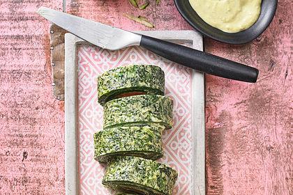 Rezeptbild zum Rezept Lachs-Spinat-Rolle mit Cashew-Avocado-Salat
