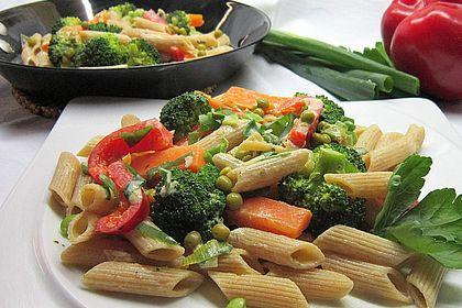 Rezeptbild zum Rezept Leichte Gemüse-Nudelpfanne
