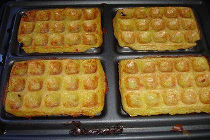Rezeptbild zum Rezept Herzhafte Waffeln mit Kartoffeln und Kürbis