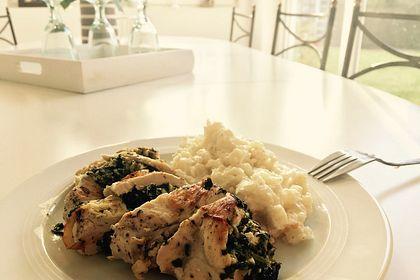 Rezeptbild zum Rezept Gefülltes Hähnchenbrustfilet mit Spinat-Schafskäse an Blumenkohlpüree - low carb