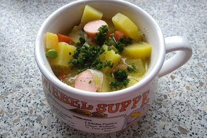 Rezeptbild zum Rezept Winterliche Kartoffelsuppe mit Erbsen und Möhrchen