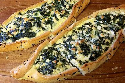 Rezeptbild zum Rezept Pide mit Spinat, Schafskäse und Ei