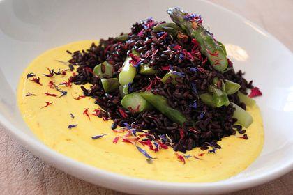 Rezeptbild zum Rezept Schwarzer Venere Reis mit grünem Spargel und Ricotta-Safran-Creme