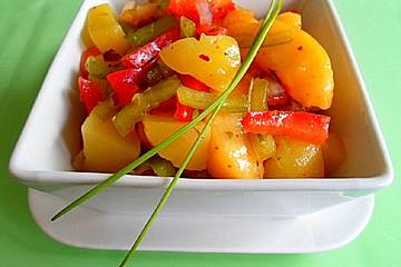 Nektarinen im Kartoffelsalat