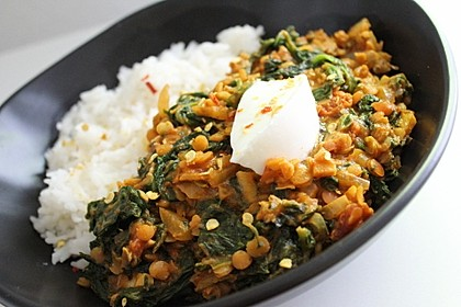 Rezeptbild zum Rezept Linsen-Spinat-Dal mit Garam-Masala-Sauce, Reis und Joghurt