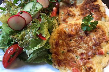 Rezeptbild zum Rezept Pfannkuchen mit Paprika und Salami