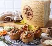 Herzhafte Muffins mit Gemüse und Grana Padano