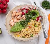 Reis-Salat-Bowl mit Lachs