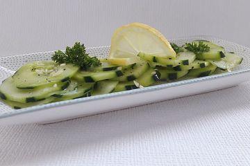 Süßer Gurkensalat