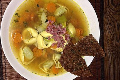 Rezeptbild zum Rezept Gemüsesuppe mit Tortellini