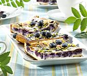 Schmand-Heidelbeer-Blechkuchen