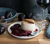 Zimt-Panna-Cotta mit Rotwein-Pflaumen
