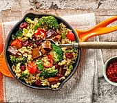 Brokkoli und Seitan mit Spitzen-Langkorn-Reis