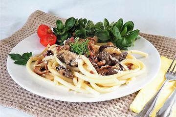 Makkaroni mit Pilz-Weinbrand-Soße