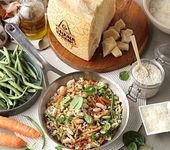 Reis mit Frühlingsgemüse, grünen Bohnen, Karotten, Cannellini-Bohnen und Grana Padano